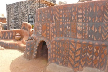 The Kassena people build their houses entirely of local materials: earth, wood and straw. Soil mixed with straw and cow dung is moistened to a state of perfect plasticity Photo credit: THE OPEN MIND