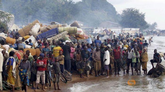 burundian-refugees-gather