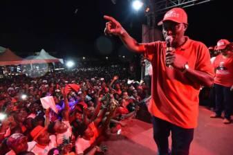 Dr. Samura Kamara addressing APC supporters