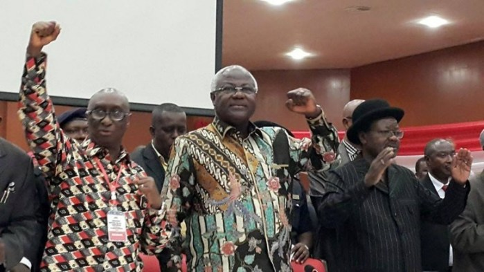 President-koroma-and-victor-foh-at-APC-conference-30-april-2015.jpg